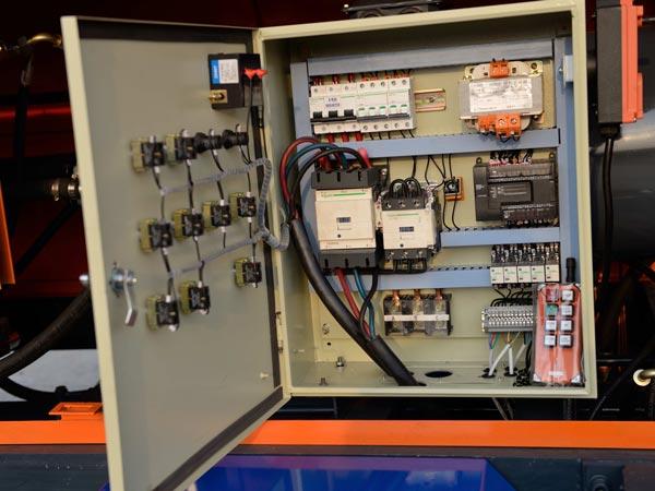 Hộp điều khiển điện