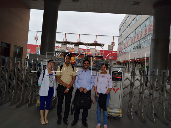 customers come to visit our factory