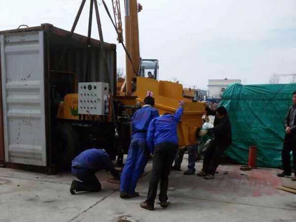 loading scene of JBS30 concrete mixer with pump