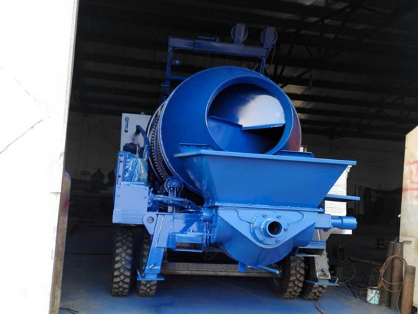 concrete mixer pump transporting