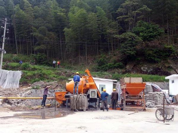 Поддержание цементного смесителя с насосом