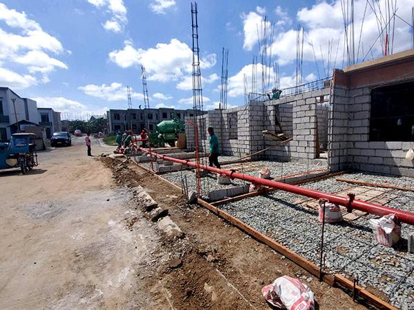 Мобильный бетононасос и смеситель в сельском строительстве