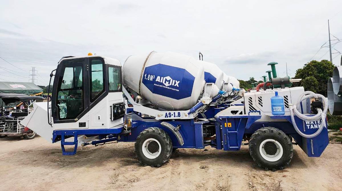 mini self loading concrete mixer