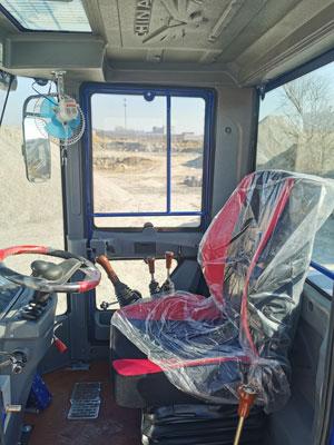 Водительская кабина самозагружающегося смесителя