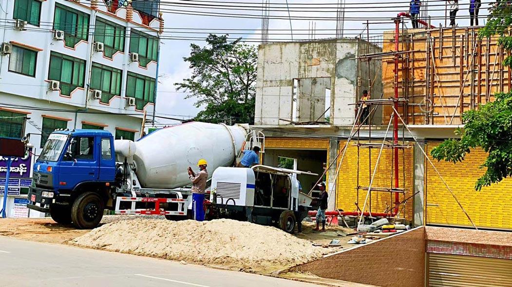 Pompa Beton Portabel ABT40C Bekerja di Myanmar